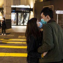 Con cubrebocas, sin besos, monógamos… así será el sexo antes y después de la pandemia