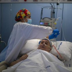 Pacientes de Covid-19 insisten en que virus no es real, revela enfermera