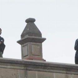 Aseguran que hombres en azotea de Palacio Nacional, tiraban drones