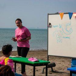 Colegio de Veracruz toma clases en la playa