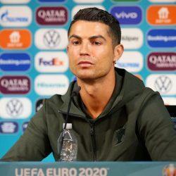 La UEFA le responde a Cristiano Ronaldo, luego de que apartara dos botellas de refresco